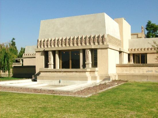 1-hollyhock-house